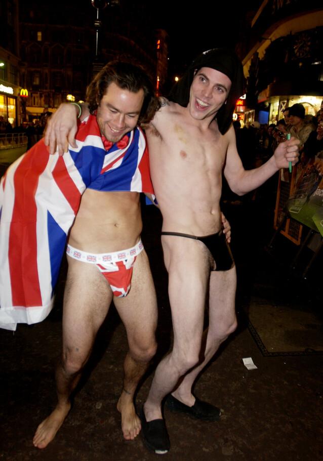 PARTY BOY: Pontius var som regel å se på denne måten, med minimalt av klær på kroppen. Her er han avbildet med Steve-O. Foto: NTB Scanpix