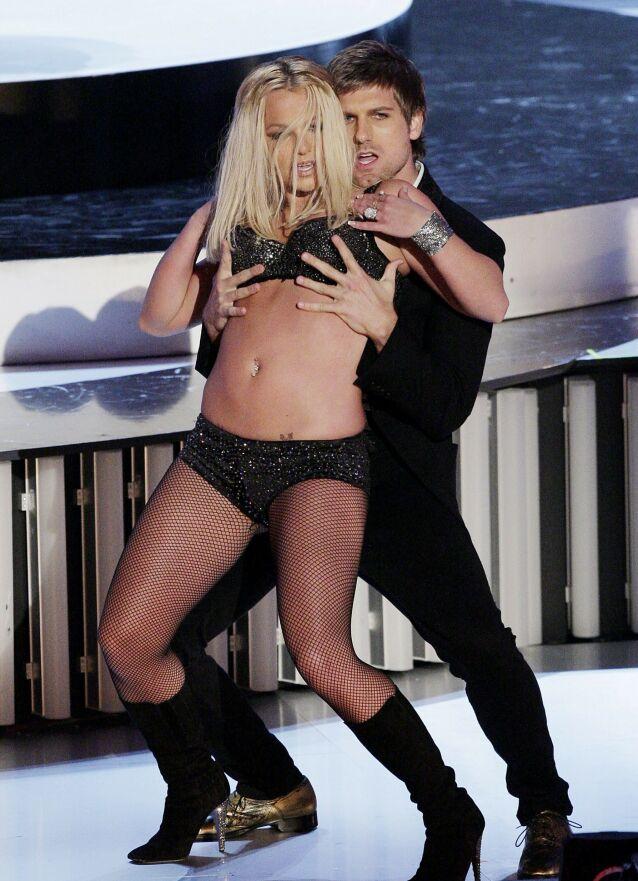 KREVENDE TID: Britney Spears gikk gjennom tøffe tider i andre halvdel av 2000-tallet, og havnet under farens vergemål i starten av 2008. Her opptrer hun på MTV Video Music Awards i september 2007, en opptreden kritikerne ga henne hard medfart for. Foto: NTB scanpix
