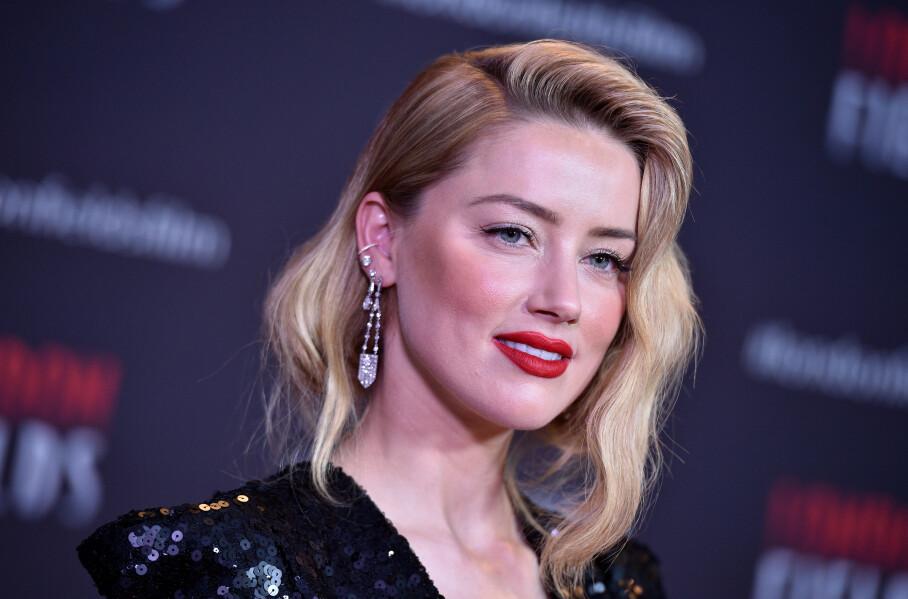 I HARDT VÆR: Skuespiller Amber Heard hadde trolig ikke ventet seg en kritikkstorm da hun delte et bilde av seg selv utenfor en moské i Tyrkia på Instagram. Foto: NTB Scanpix