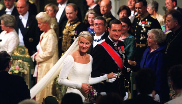 NYGIFT: Slik så det ut da Mette-Marit og kronprinsen giftet seg 25. august 2001. Foto: NTB Scanpix