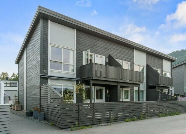 TIL SALGS: Det er dette rekkehuset som nå er lagt ut for salg. Foto: Privatmegleren Ålesund