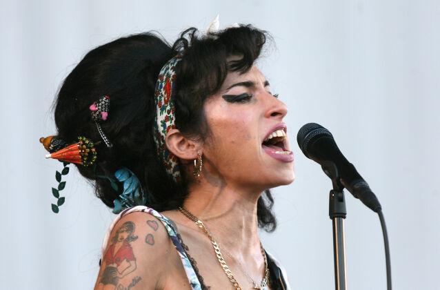 ALKOHOL: Winehouse døde av en alkoholforgiftning i 2011 - bare 27 år gammel. Foto: NTB Scanpix