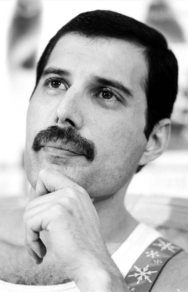 BART: Slik var det vanlig å se Freddie Mercury. Barten ble imidlertid borte kort tid før hans død. Foto: NTB Scanpix