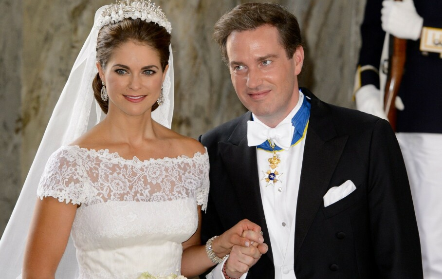 GJELD: Chris O'Neill startet nytt selskap etter å ha giftet seg med prinsesse Madeleine i 2013. Mens gjelden har sunket er det så langt ingen inntektskilde for familien. Foto: REX/ NTB scanpix