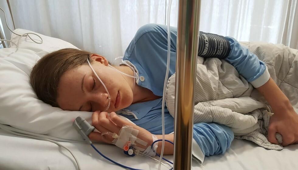 INNLAGT: Martine har vært operert to ganger, men er fortsatt syk. Hun har hatt utallige innleggelser etter anfall på grunn av de voldsomme smertene i underlivet.