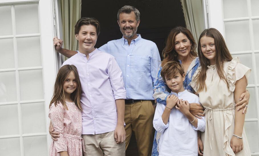 VOKSER TIL: Mandag deler det danske kongehuset flere nye bilder av den danske kronprinsfamilien, og det er spesielt én ting som danskene har bitt seg merke i. Foto: Franne Voigt