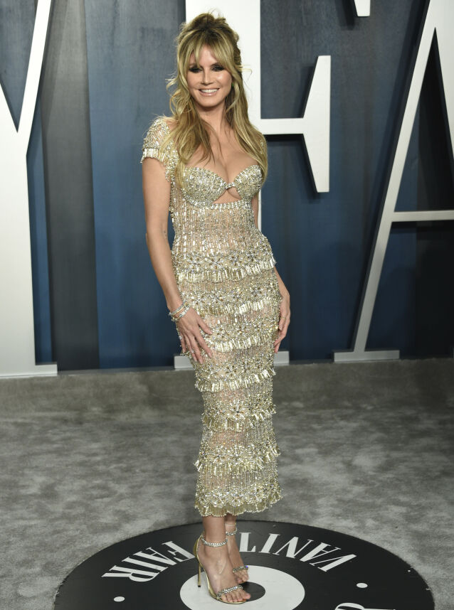MANGE JERN I ILDEN: De siste årene har Heidi Klum markert seg i flere ulike TV-produksjoner. Her på Vanity Fairs Oscar-fest i februar i år. Foto: AP/ NTB scanpix