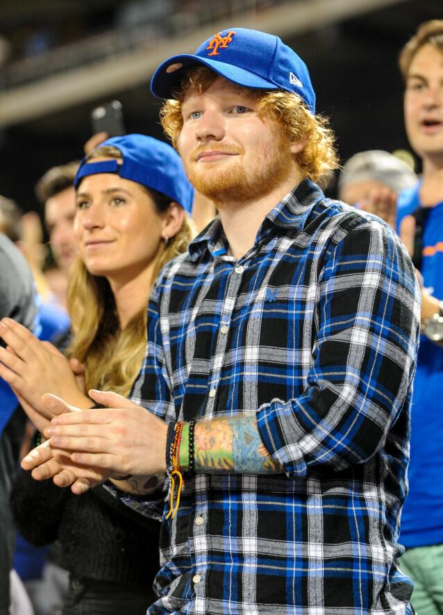 GIFT: I 2018 giftet Ed Sheeran og Cherry Seaborn seg. Nå har paret fått sitt første barn, en liten jente. Her er de fotografert i 2015. Foto: NTB Scanpix