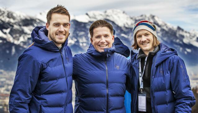 TV-PROFIL: Kasper Wikestad flankert av kommentatorkollegene Andreas Stjernen (t.v.) og Tom Hilde i Innsbruck i forbindelse med hoppuka i vinter. Foto: Geir Olsen / NTB scanpix