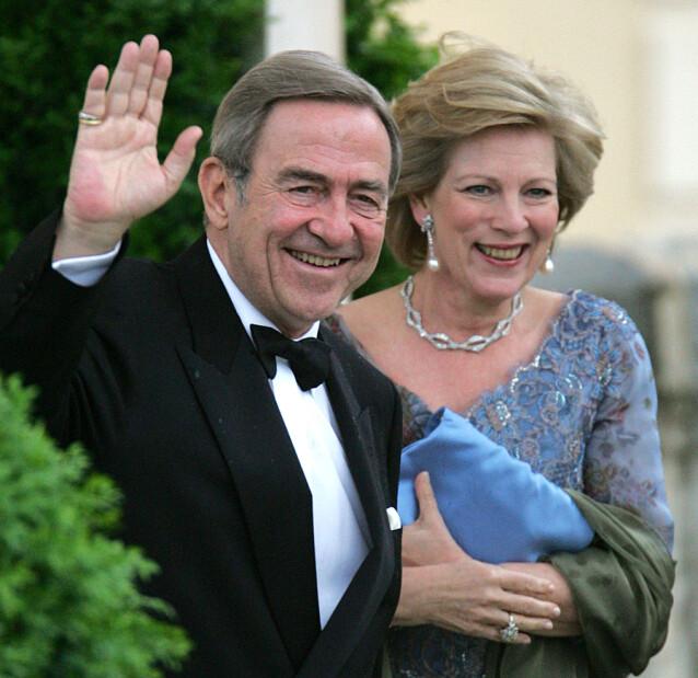 MÅTTE FORLATE LANDET: I 1967 måtte kong Constantin II og kona Anne-Marie forlate Hellas etter et mislykket motkupp mot militærjuntaen som hadde tatt over kontroll i landet. Her er de avbildet i 2004. Foto: NTB Scanpix