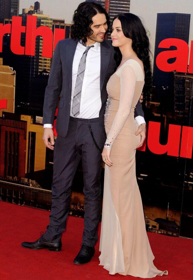 VAR GIFT: Russell Brand var gift med Katy Perry, men i 2011 skilte de lag etter bare 14 måneder som mann og kone. Her på «Arthur»-premieren i 2011. Foto: REX/ NTB Scanpix