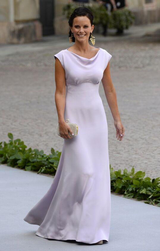 DEN GANG DA: Prinsesse Sofia ble offentliggjort som prins Carl Philips kjæreste allerede i 2010, men de forlovet seg først fire år senere. Her er hun fotografert i 2013, i bryllupet til prinsesse Madeleine og Chris O'Neill. Foto: NTB Scanpix