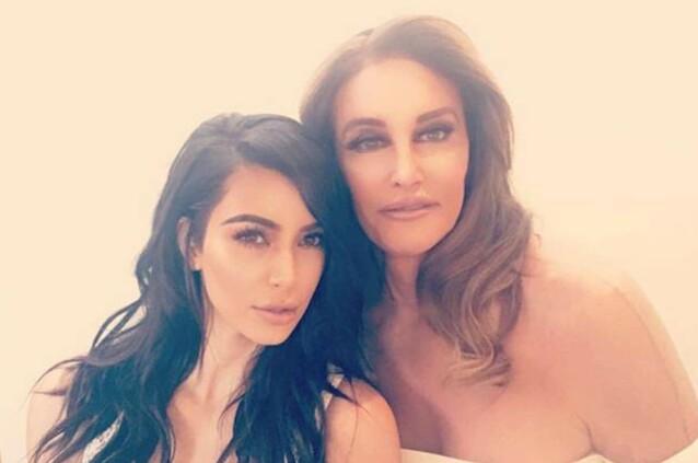 GODT FORHOLD: Caitlyn har fortsatt et godt forhold til stedøtrene, som hun praktisk talt oppdro. Her fotografert med Kim Kardashian. Foto: Snapchat