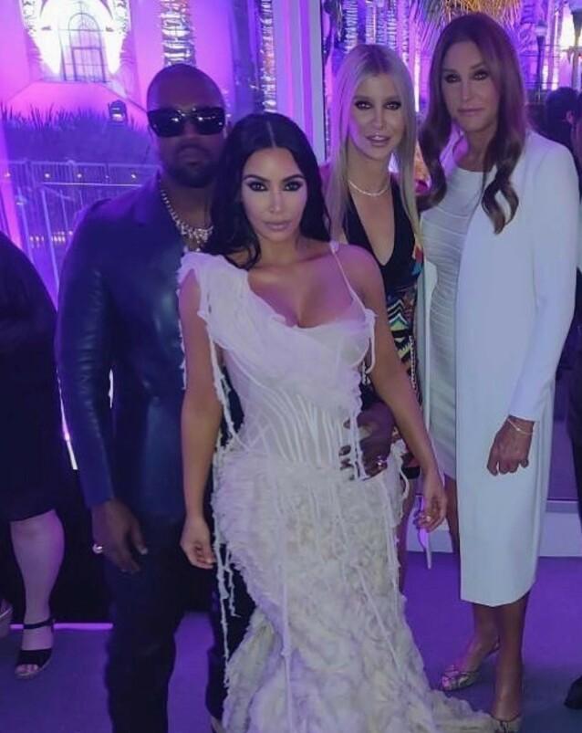 - MÅ SKILLE: Caitlyn Jenner angrer ikke på at hun valgte bort den velkjente K-en. Her er hun fotografert med Kanye West, Kim Kardashian og Sophia Hutchins. Foto: Privat