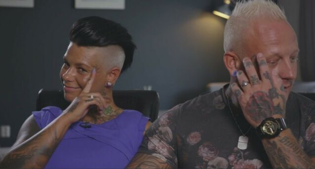 TATOVERTE NAVN: Veronika og Alexander har tatovert hverandres navn i ansiktet. Foto: Skjermdump/TV3