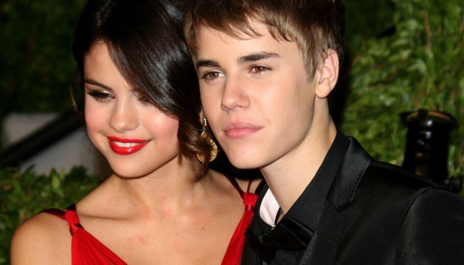 ÅPNER OPP: I forbindelse med en ny lansering, forteller popstjernen Selena Gomez nå om hvordan ekskjærestene hennes oppfatter henne. Her fotografert med eksen Justin Bieber i 2011. Foto: NTB Scanpix