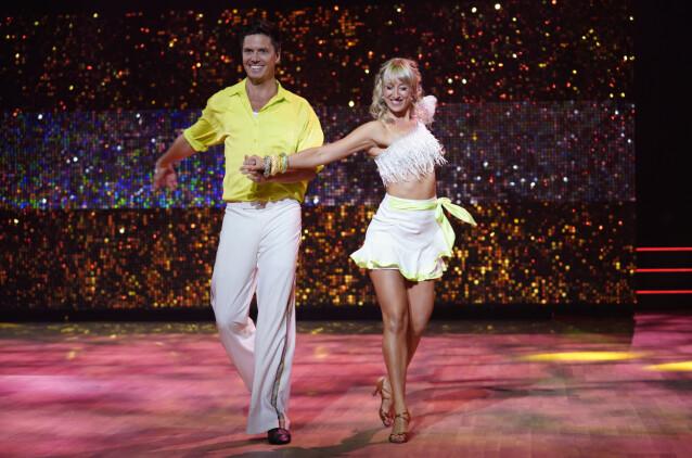 PÅ PARKETTEN: Andreas Wahl og proffdanser Mai Mentzoni. Foto: Espen Solli / TV 2