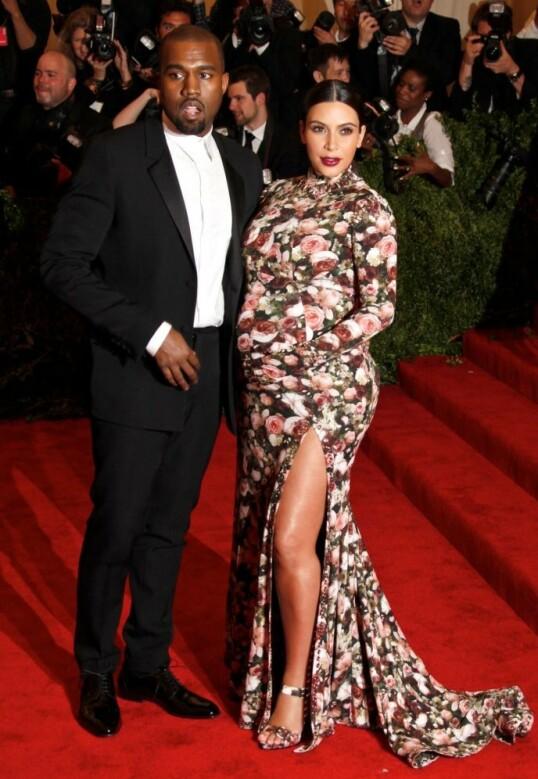 GRAVID-STIL: Kim Kardashian har ved flere anledninger blitt hyllet for gravidstilen sin, og det er kanskje derfor ikke så rart at hun vil gjøre hverdagen enklere for andre gravide. Her fotografert på Met-gallaen i 2013. Foto: NTB Scanpix