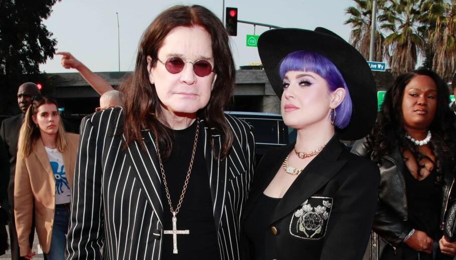 SER RØDT: Etter at nye bilder av Ozzy Osbourne har gått viralt, tar datteren Kelly Osbourne bladet fra munnen. Hun er ikke imponert over hvordan faren blir behandlet. Foto: Rich Fury/ NTB