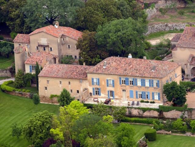 <strong>FRANSK PERLE:</strong> Slottet ble bygget på 1700-tallet og er omringet av vingårder. Tomten inkluderer flere kilometer med landområde. Foto: Lionel Cironneau / NTB