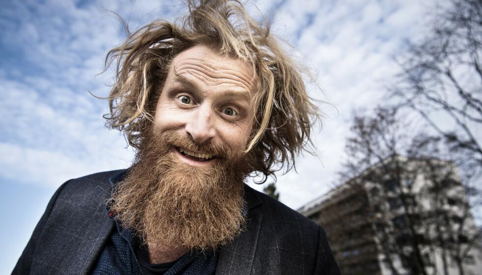 OVERRASKER: Fansen er vant til å se Kristofer Hivju med både langt hår og langt skjegg. Nå har han fjernet sitt kanskje mest kjente varemerke. Her fotografert i fjor. Foto: Lars Eivind Bones / Dagbladet