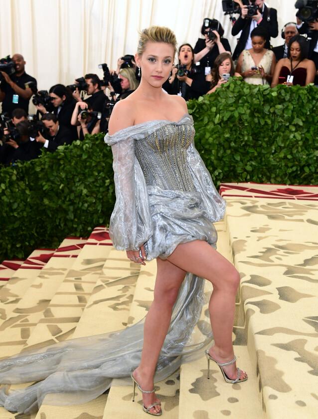 <strong>REAGERER:</strong> Lily Reinhart mener at Brad Pitt og Jennifer Aniston burde få være i fred. Foto: NTB