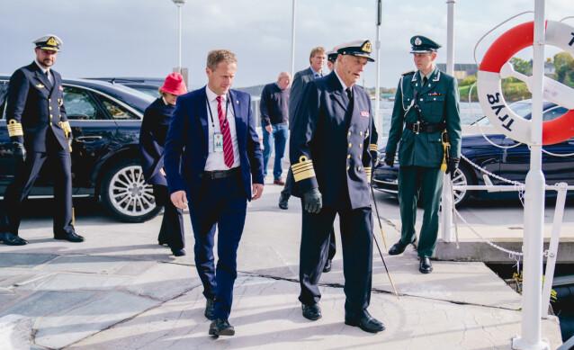 <strong>DAGEN FØR:</strong> Dagen før sykehusinnleggelsen debarkerte kong Harald kongeskipet sammen med dronning Sonja og kronprins Haakon. Foto: Stian Lysberg Solum / NTB