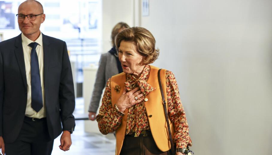 PÅ OPPDRAG: Dronning Sonja dro som planlagt på fredagens offisielle besøk. Foto: Geir Olsen / NTB