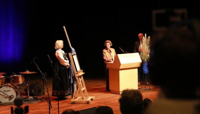 PÅ SCENEN: Dronning Sonja talte fra scenen i Lillehammer fredag. Foto: Christian Roth Christensen / Dagbladet