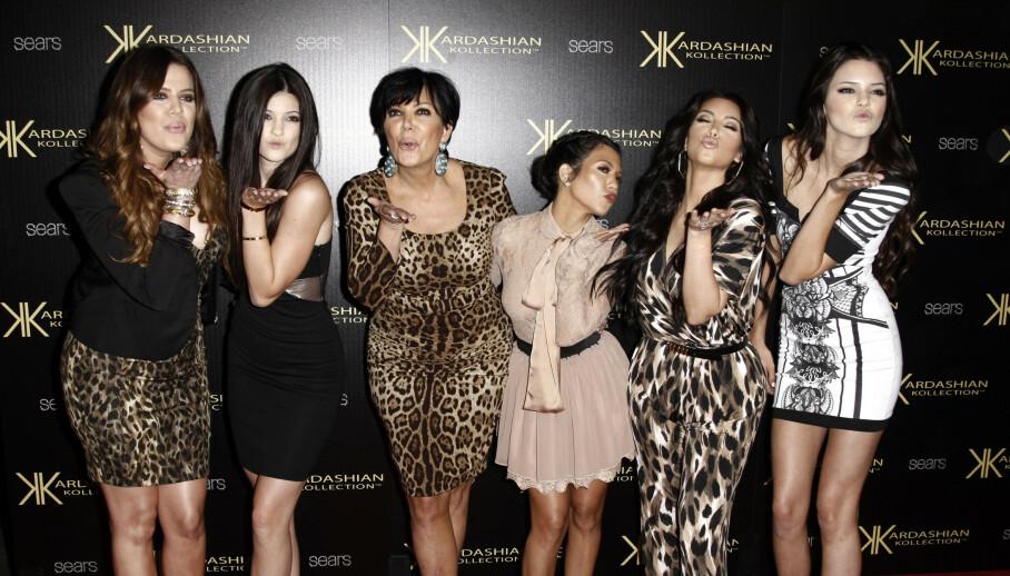 REAGERER: Da Kim Kardashian delte et gammelt bilde på Instagram, var lillesøster Kylie Jenner alt annet enn fornøyd. Her er familien fotografert i 2011. Foto: Matt Sayles / AP Photo / NTB