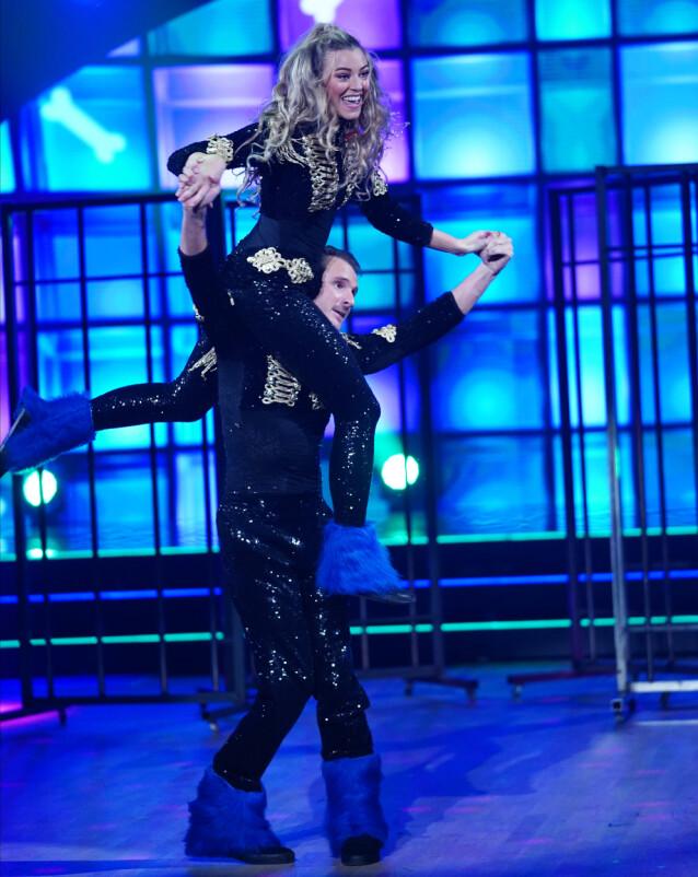 <strong>DANSET GJENNOM SMERTENE:</strong> Marte Bratberg trosset skadene, og imponerte dommerne på dansegulvet. Foto: TV 2