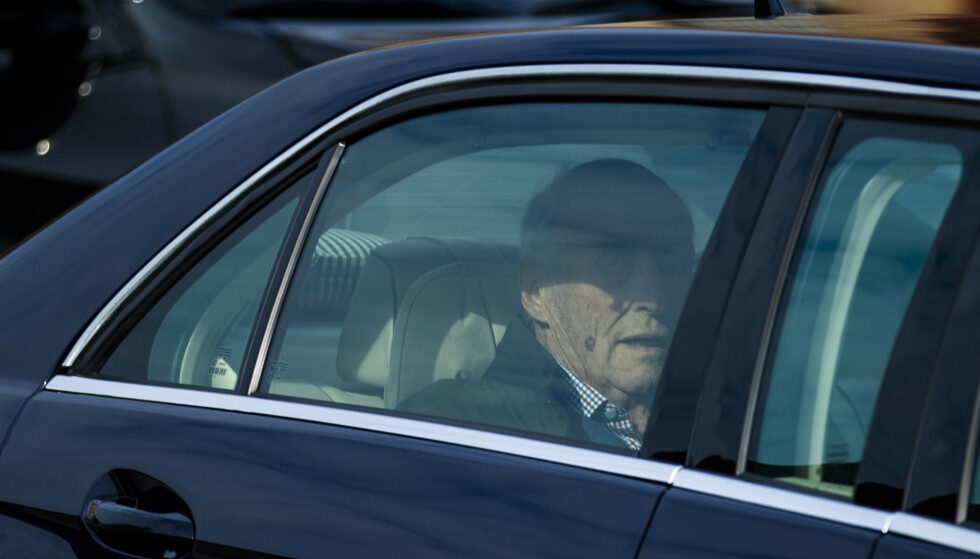 SKREVET UT: Kong Harald har fått forlate Rikshospitalet, etter å ha vært innlagt for tung pust siden 25. september. Foto: Jil Yngland / NTB