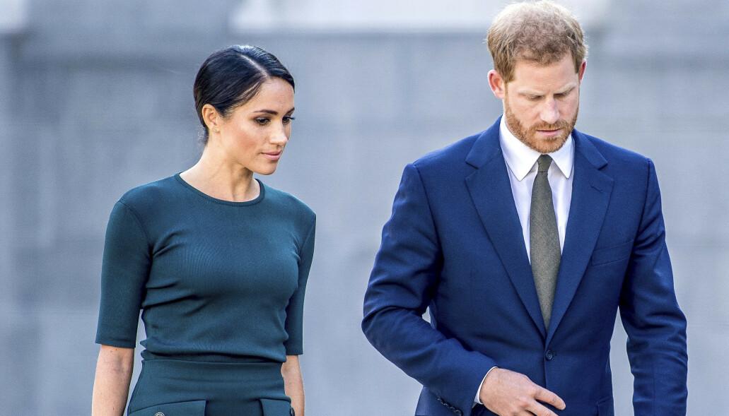 RØMTE FRA KONGEHUSET: Hertuginne Meghan og prins Harry informerte i januar om at de ville trekke seg fra sine kongelige plikter.