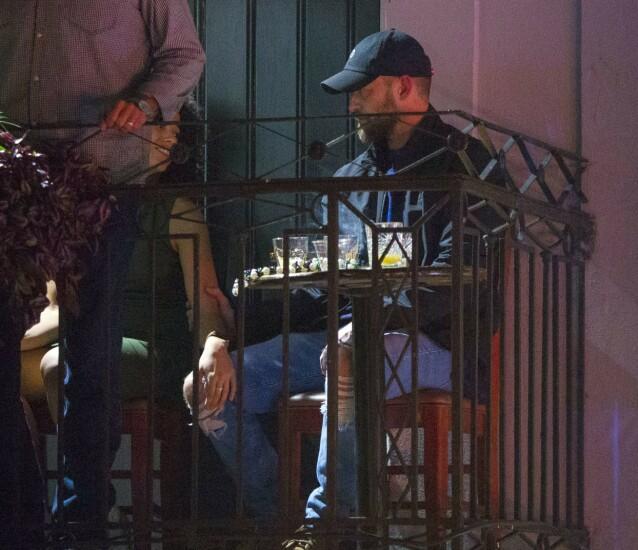 <strong>NÆRKONTAKT:</strong> Alisha og Justin så ut til å komme godt overens på baren i New Orleans. Foto: Mega/ NTB