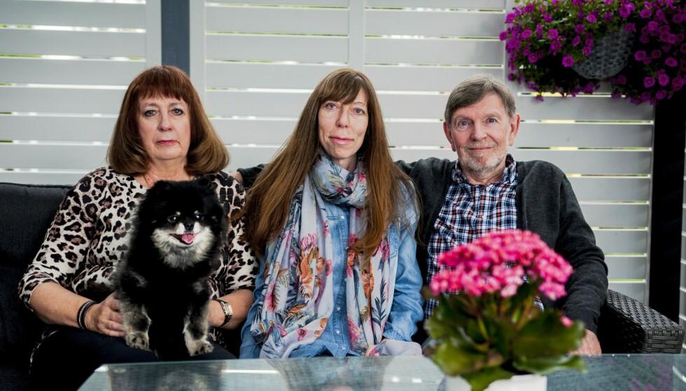 GOD STØTTE: Sandra med sine foreldre Marita og Graham. Foto: Svend Aage Madsen/ Se og Hør