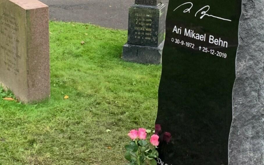 <strong>URNENEDSETTELSE:</strong> Ari Behn fikk onsdag sitt siste hvilested. Foto: Øystein Andersen / Dagbladet