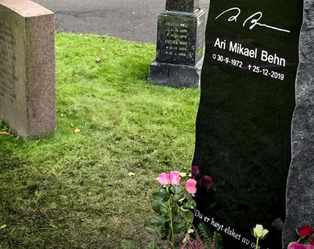URNENEDSETTELSE: Ari Behn fikk onsdag sitt siste hvilested. Foto: Øystein Andersen / Dagbladet