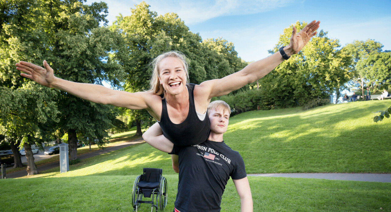 FULL AV ENERGI: – Jeg danset swing som liten hjemme i Trøndelag, men dette er noe helt annet, sier Birgit mens dansepartner Philip løfter henne på strak arm.