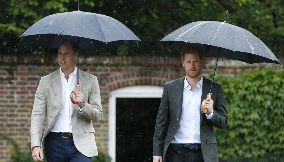 <strong>LUNSJNEKT:</strong> Prins William skal ha vært så sur på broren at han nektet å spise med ham. Her er de fotografert på Sandringham i 2017. Foto: AP Photo/Kirsty Wigglesworth, NTB