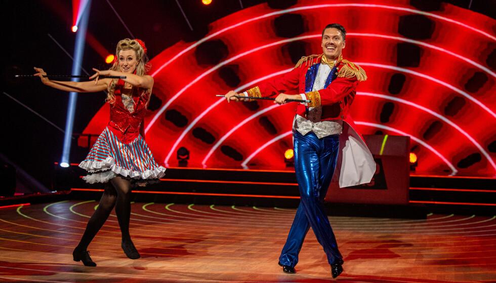 <strong>- TRYLLA DEN BORT:</strong> Både Mai og Andreas hadde stokk under generalprøven. Slik ble det ikke da de danset direkte. Foto: Thomas Andersen / TV 2