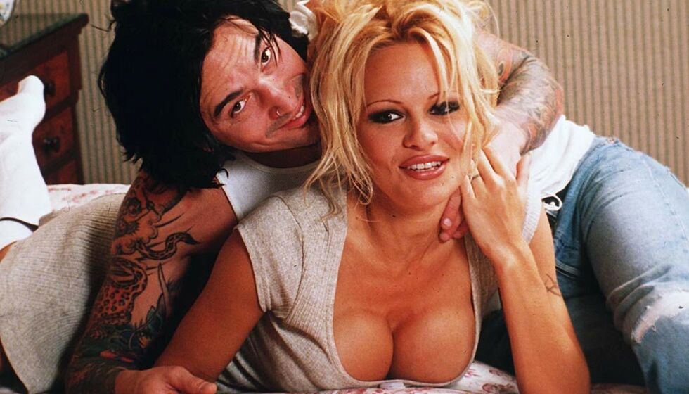 ELLEVILL AVSLØRING: I et nytt intervju røper rockestjernen Tommy Lee at han har drukket ekstreme mengder vodka daglig. Her er han med Pamela Anderson i London i 1995. De to var gift fra 1995 til 1998. Foto: REX/ NTB