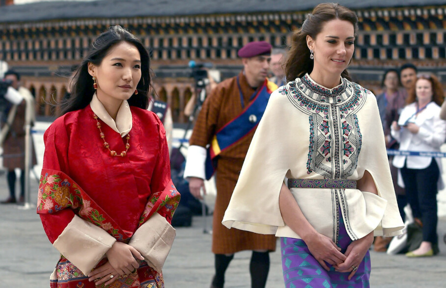 <strong>DEN YNGSTE:</strong> Dronningen av Bhutan, Jetsun Pema Wangchuck, er verdens yngste dronning. Her avbildet med åtte år eldre hertuginne Kate i april 2016. Foto: Alan Davidson/ REX/ NTB