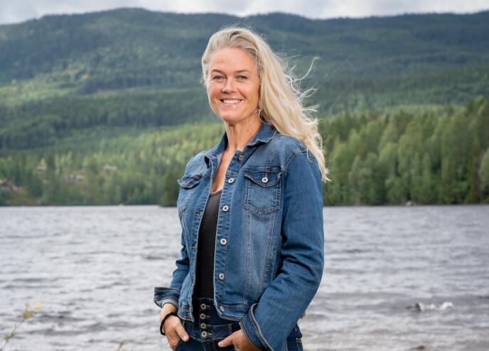I LOFOTEN: Inger Cecilie Grønnerød latet som hun var i Lofoten med dårlig dekning. Foto: Alex Iversen / TV 2