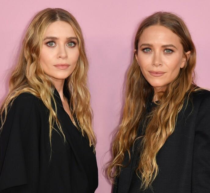 TVILLINGSSØSTRE: Her er Mary-Kate (til høyre) avbildet sammen med tvillingsøsteren Ashley Olsen i fjor. Foto: Angela Weiss / AFP / NTB