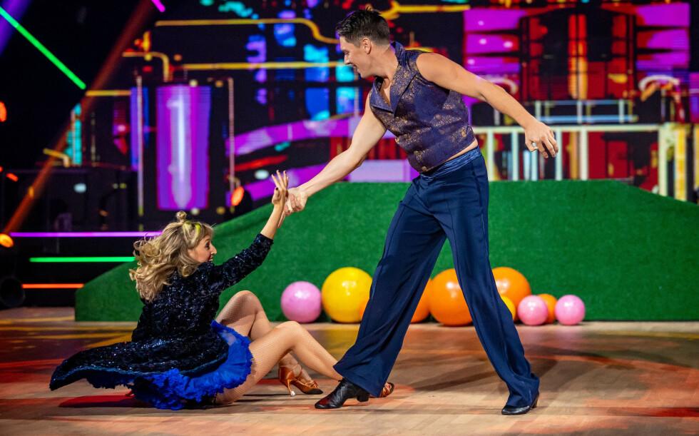 LITE UHELL: Under lørdagens sending danset Andreas Wahl og dansepartneren en jive, men mot slutten av dansen skjedde det noe uventet. Foto: Thomas Andersen / TV 2