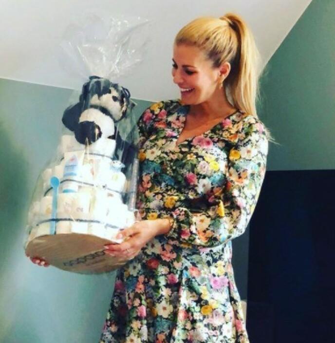 <strong>BABYSHOWER:</strong> Mari Haugersveen venter en sønn med ektemannen Andreas Garmark i november. Her fra babyshoweren tidligere i høst. Foto: Privat
