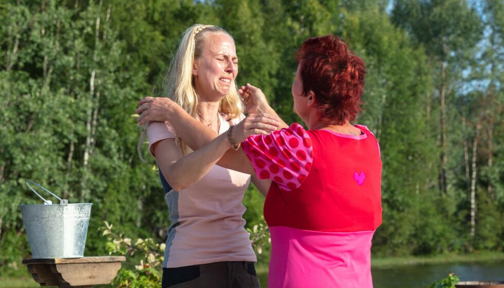 VALGTE SIN NÆRMESTE: Tove Moss Lohne brøt sammen da hun sendte hjem sin nærmeste på gården - Lene Egeland Hogstad. Foto: Alex Iversen/TV 2