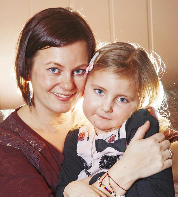 GODE DAGER: Her er Anne og datteren Pernille da Se og Hør laget en reportasje med familien i 2017.