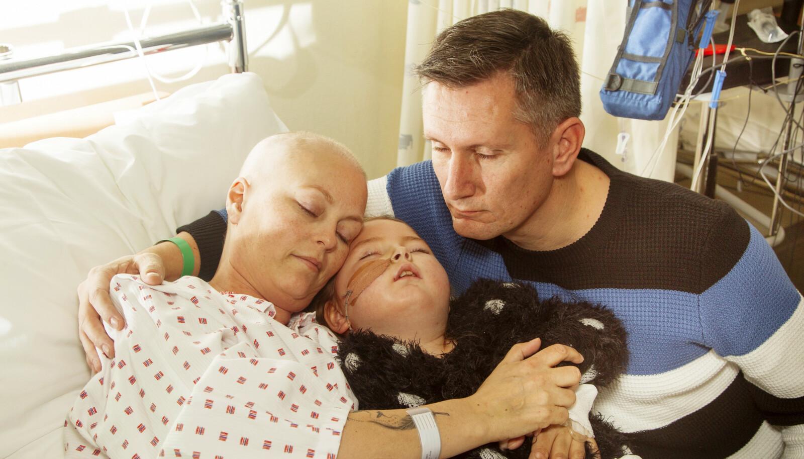 DELTE ROM: Anne Gudbrandsen og datteren Pernille delte rom på sykehuset, der de begge kjempet mot kreften. Deres sykdom har inspirert Ove til å samle inn en million kroner til forskning på hvordan kreft kan helbredes.