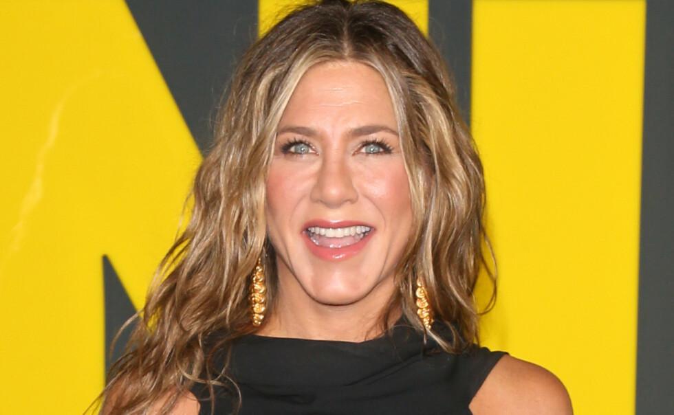 <strong>DELER GLEDEN:</strong> Jennifer Aniston har fått en ny valp ett år etter hun mistet hunden sin Dolly. Foto: ENT / SplashNews.com / NTB